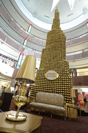 Ferrero Rocher مجسم برج خليفه من كاكاو فيريرو روشيه في دبي مول