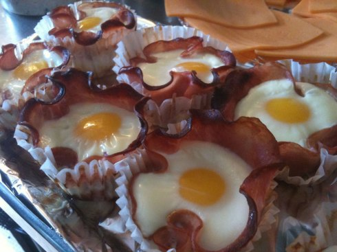 eggs-cooked-inside-bacon-cupcakes