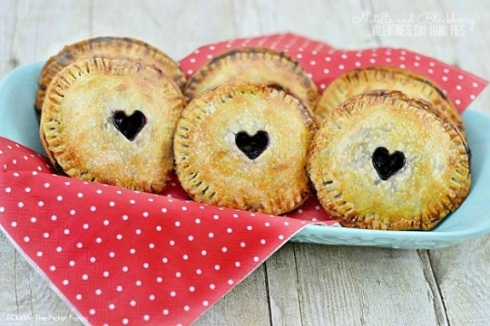 Nutella-and-Blackberry-Hand-Pies-from-Folk-Lifestyle