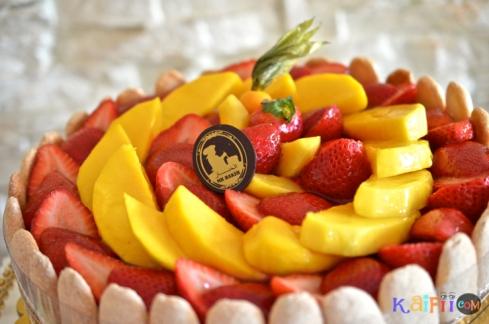 DSC_0484mango strawberry cake