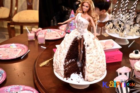 DSC_0376barbie cake